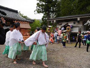 二上射水神社春季例大祭 築山神事