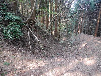 石動山長坂道砦